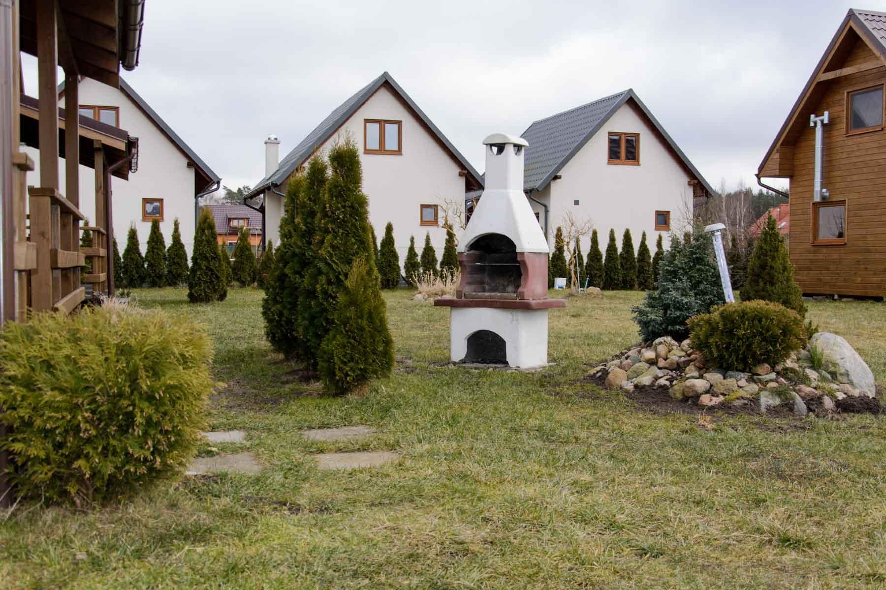 Domki letniskowe na działce z dużą ilością zieleni